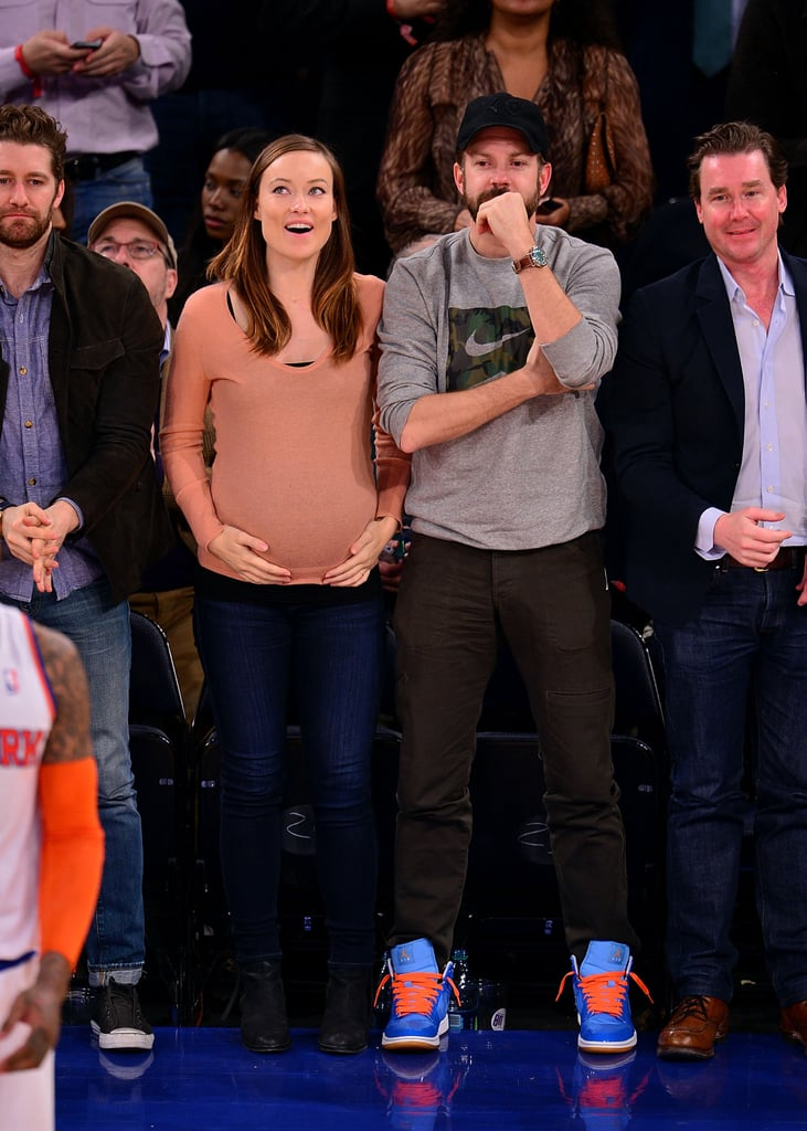 It must be tough to find Knicks-orange in maternitywear! Instead of the bright orange, Olivia picked a more subdued sherbet-colored sweater for a game with love Jason Sudekis (who went there with bold sneakers!).