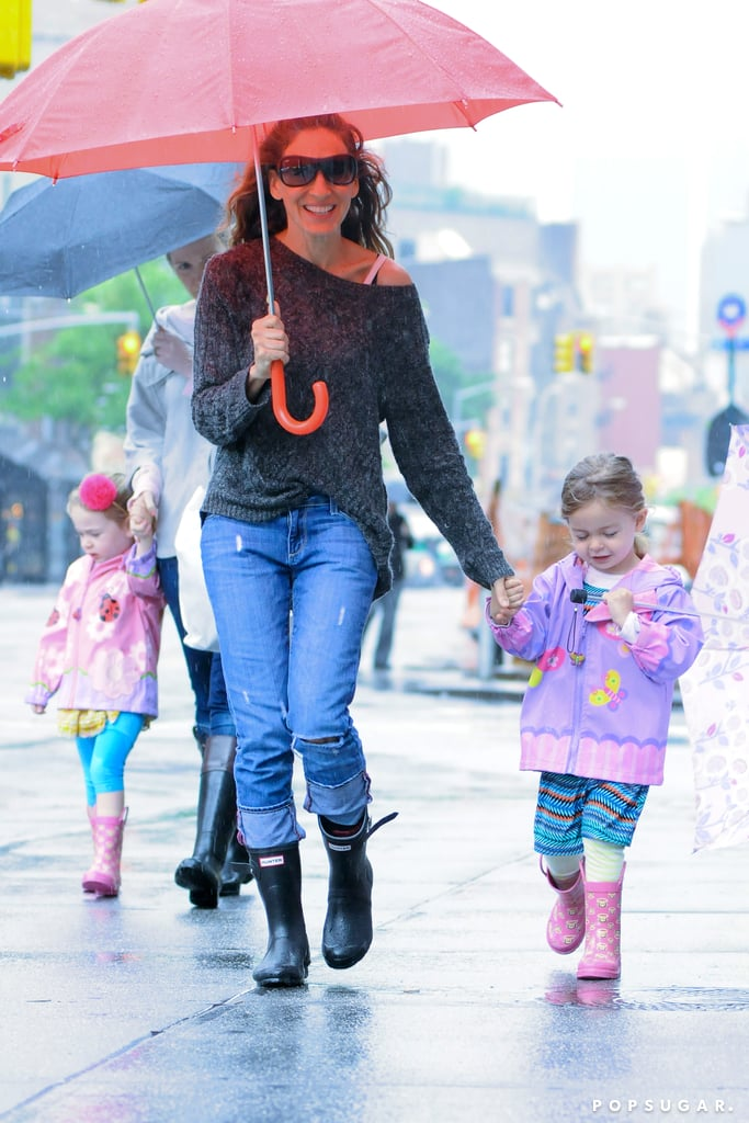 Sarah Jessica Parker walked her twins, Tabitha and Loretta, to school in the rain in NYC.