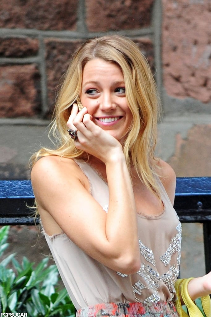 Blake Lively Shows Lots of Leg on the Set of Gossip Girl
