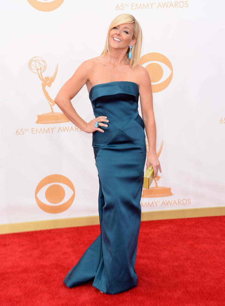 An elegant column gown, Lorraine Schwartz turquoise earrings, and a Judith Leiber Couture clutch looked flawless on Jane Krakowski.