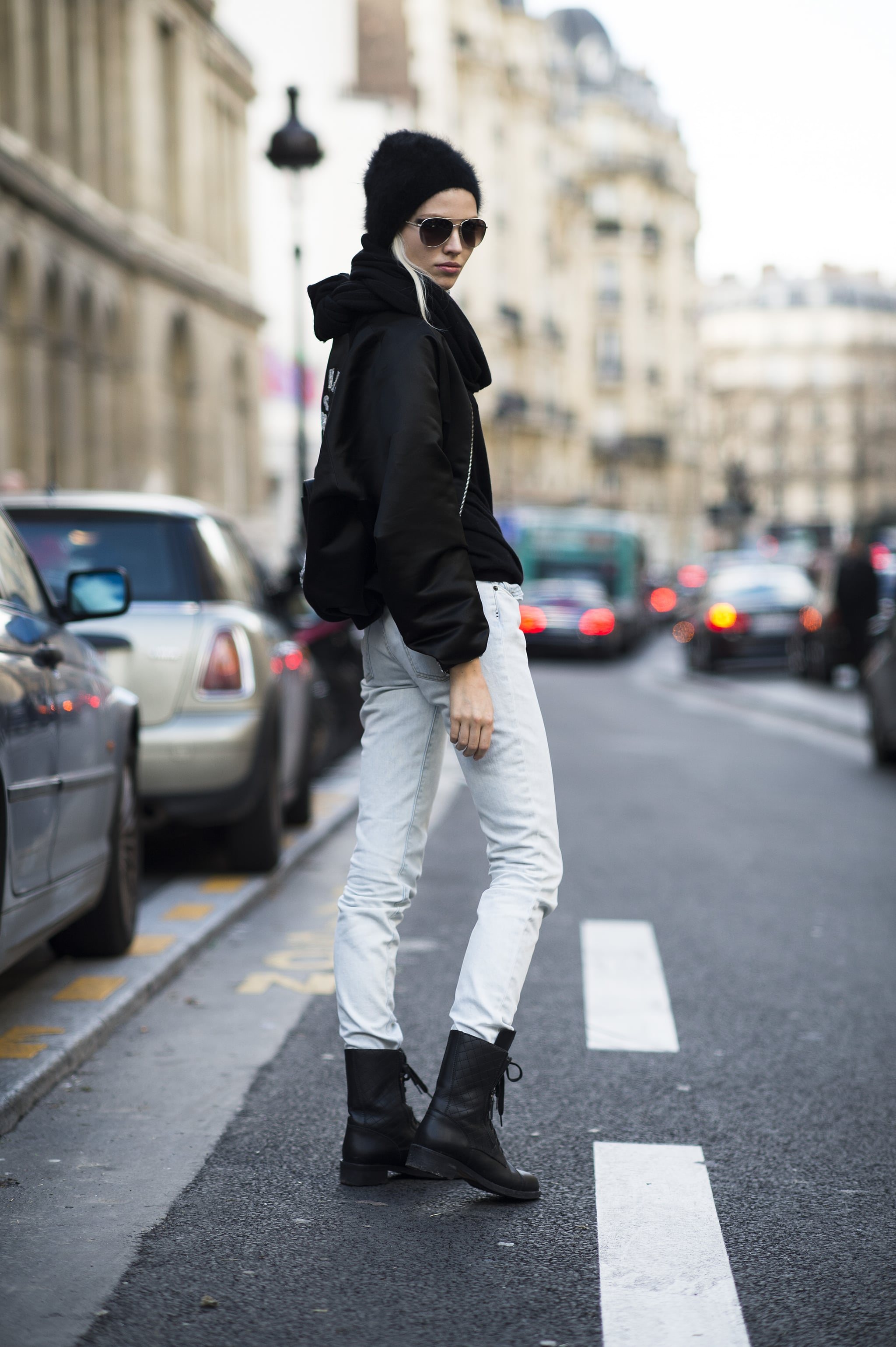Between the shades and the combat boots, the message is clear: this is one tough girl. Source: Le 21ème | Adam Katz Sinding