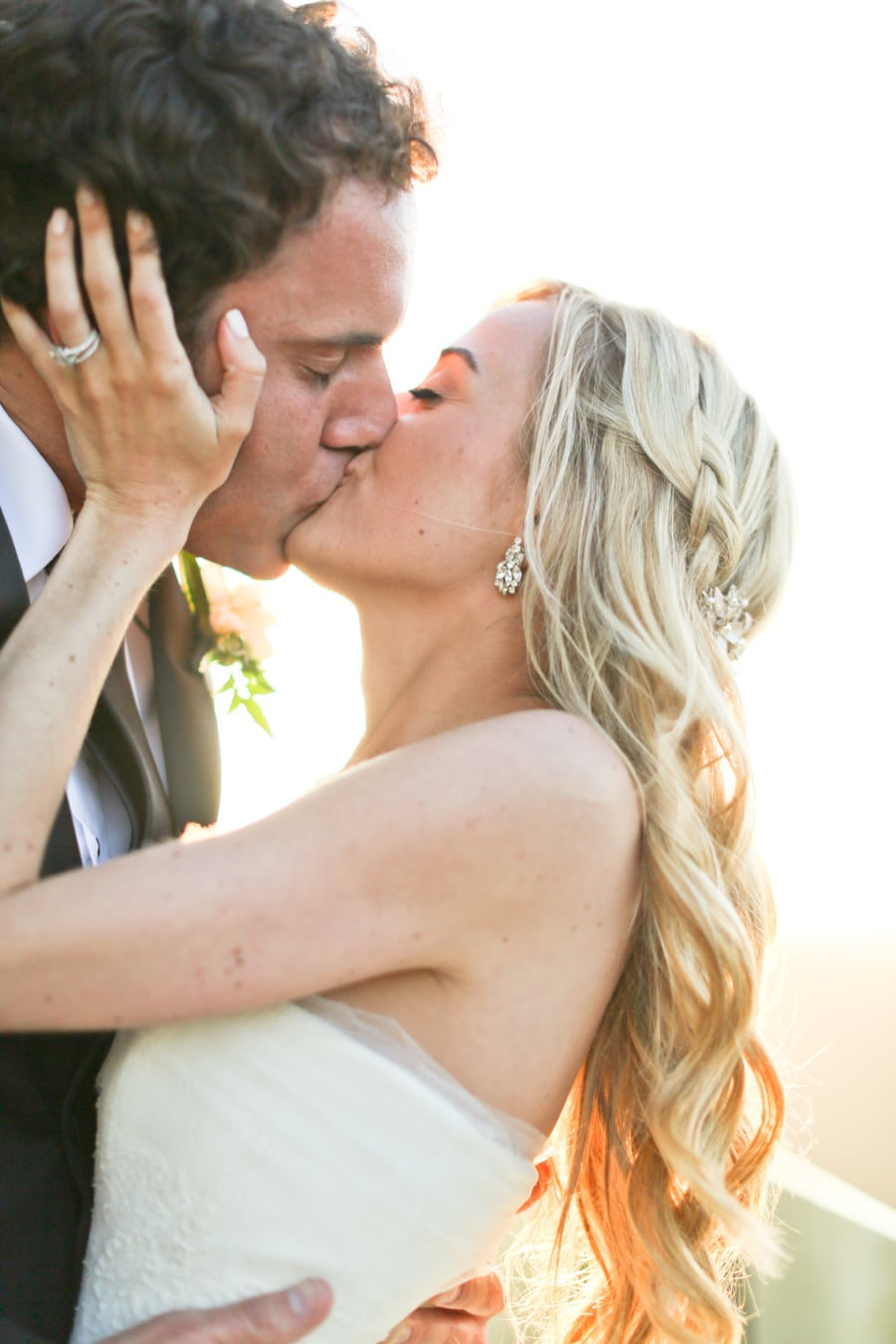 Passionate Kiss | 50 Couple Moments to Capture at Your
