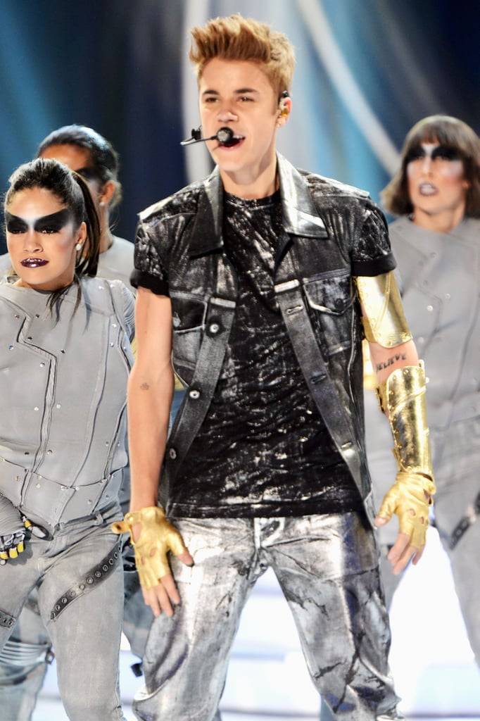 Justin Bieber performed at the 2012 Teen Choice Awards.