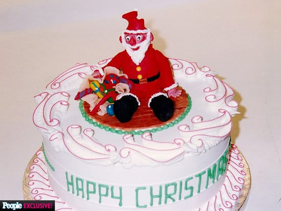 A Marzipan Santa! White Frosting! See the Royal Family's Surprisingly Goofy Christmas Cake
