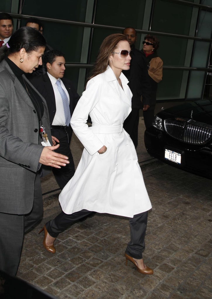 News Pics and More... - Page 4 Wear-Your-Dress-Coat-Over-Trousers-Appear-Ladylike-Yet-Tough