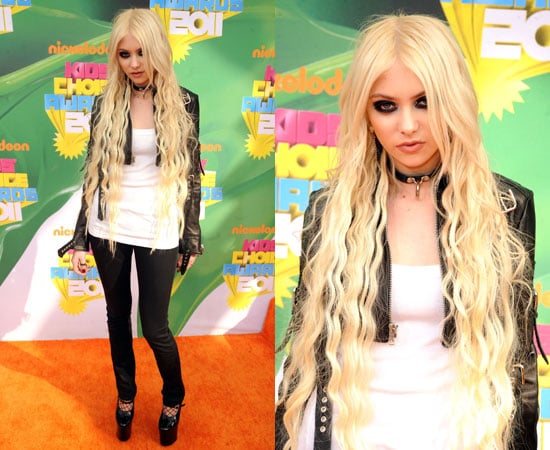 Taylor Momsen at the Kids' Choice Awards 2011 2011-04-02 17:27:06