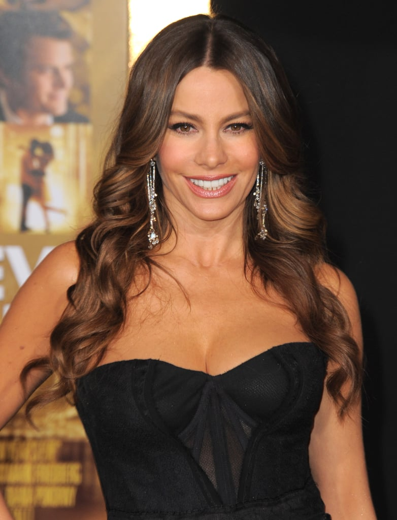 Sofia Vergara paired dangling earrings with a strapless dress.