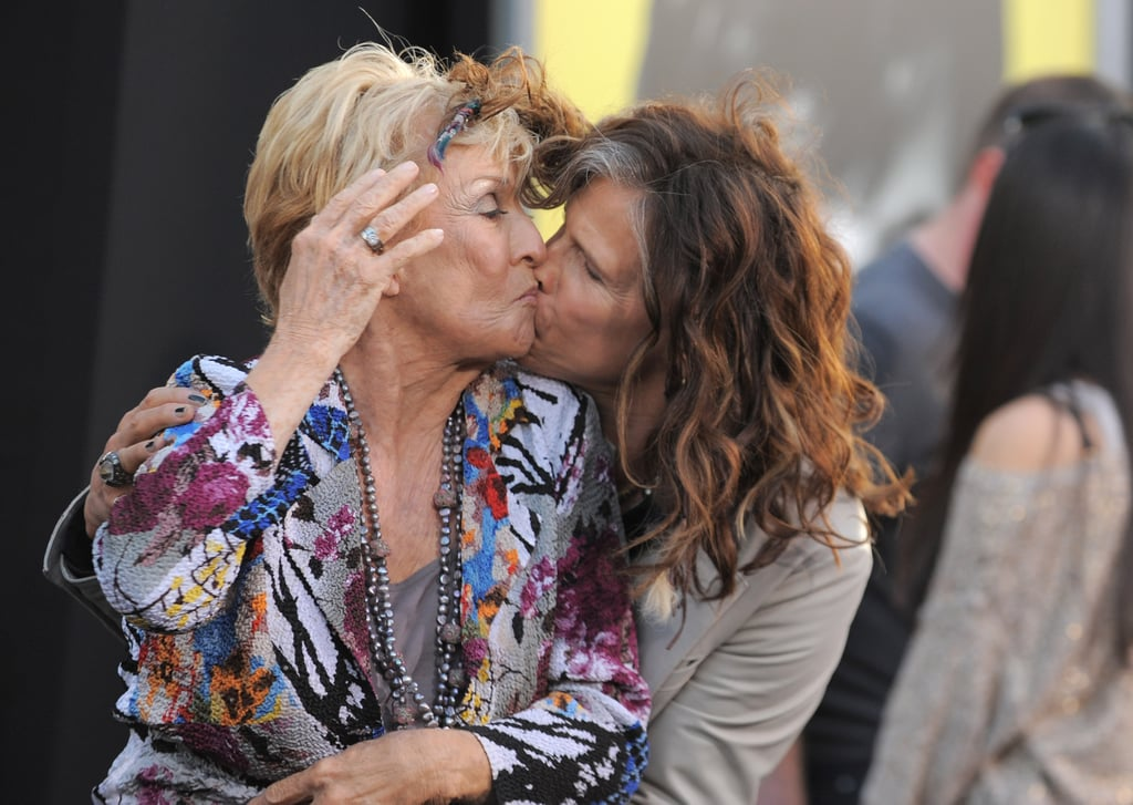 Steven Tyler and Cloris Leachman shared a moment at the Dark Shadows premiere in LA.