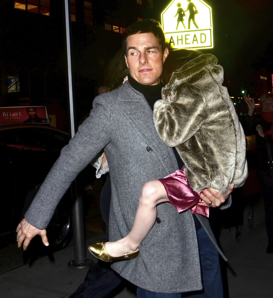 Suri Cruise stayed warm by holding onto dad, Tom.