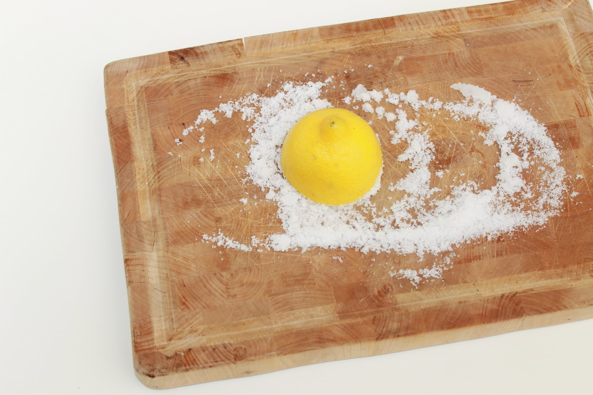 how to clean a wooden cutting board with lemon