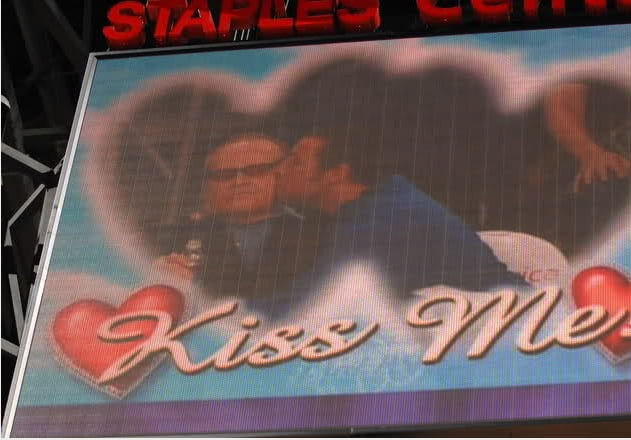 Adam Sandler planted one on the cheek of Jack Nicholson for the kiss cam at the Lakers game.