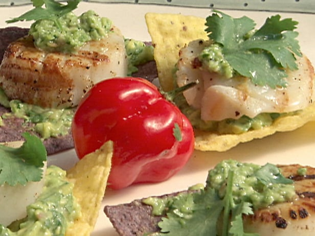 Grilled Scallops on Chips With Avocado Purée