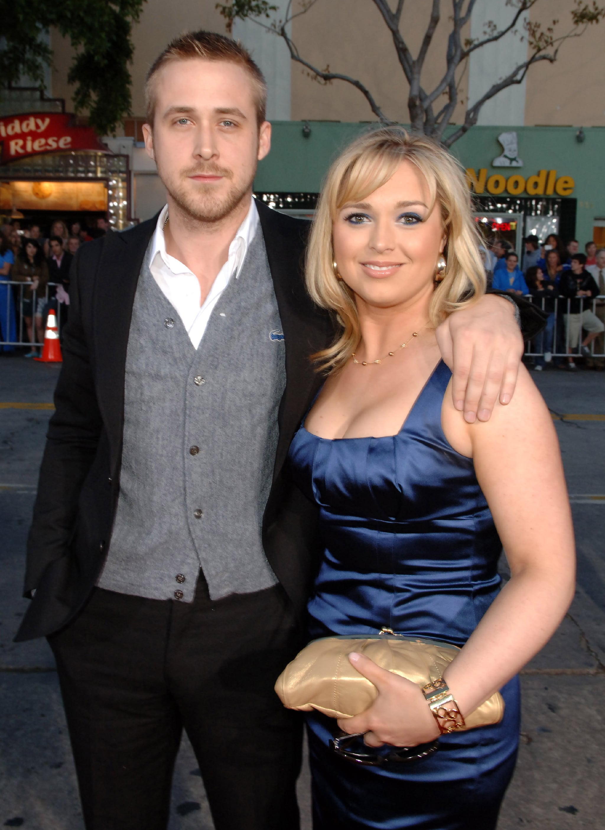 Ryan Mandi Gosling besides Vestidos Curtos Das Famosas additionally Penelope Cruz Her Oscars Makeup likewise 9391056 furthermore Stefon From Saturday Night Live. on oscar award personalize