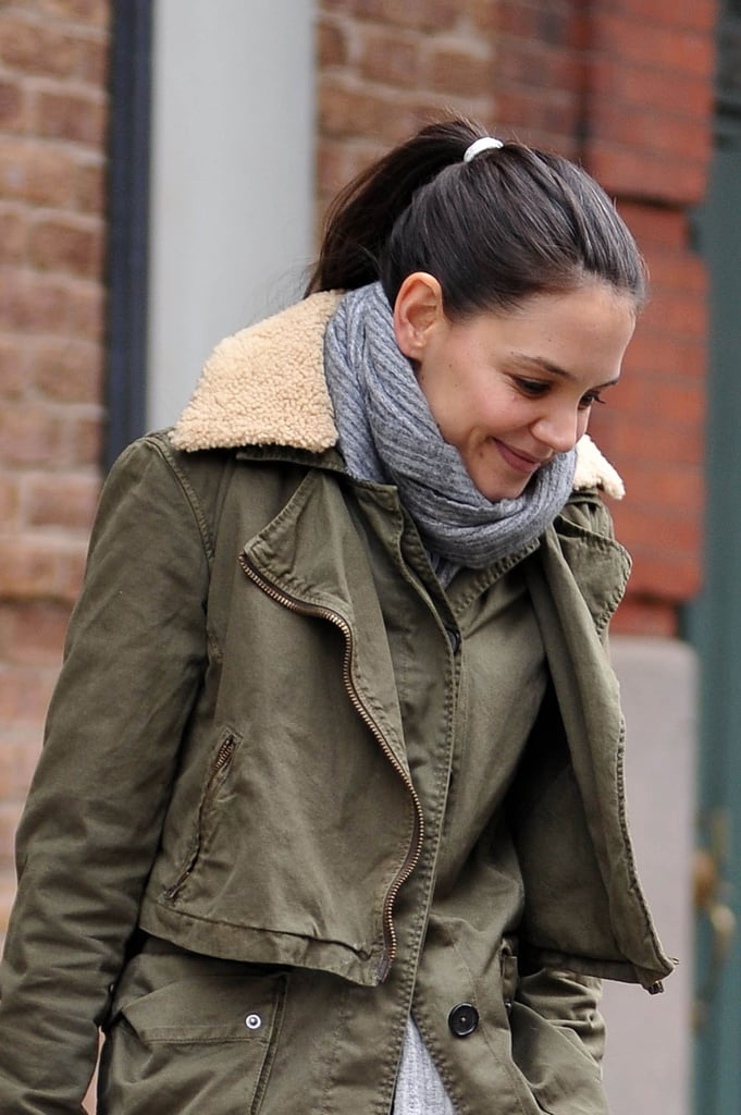 Transform an ordinary ponytail into something a little extraspecial with a contrasting hair tie, such as the pop of white Katie Holmes added to her style.