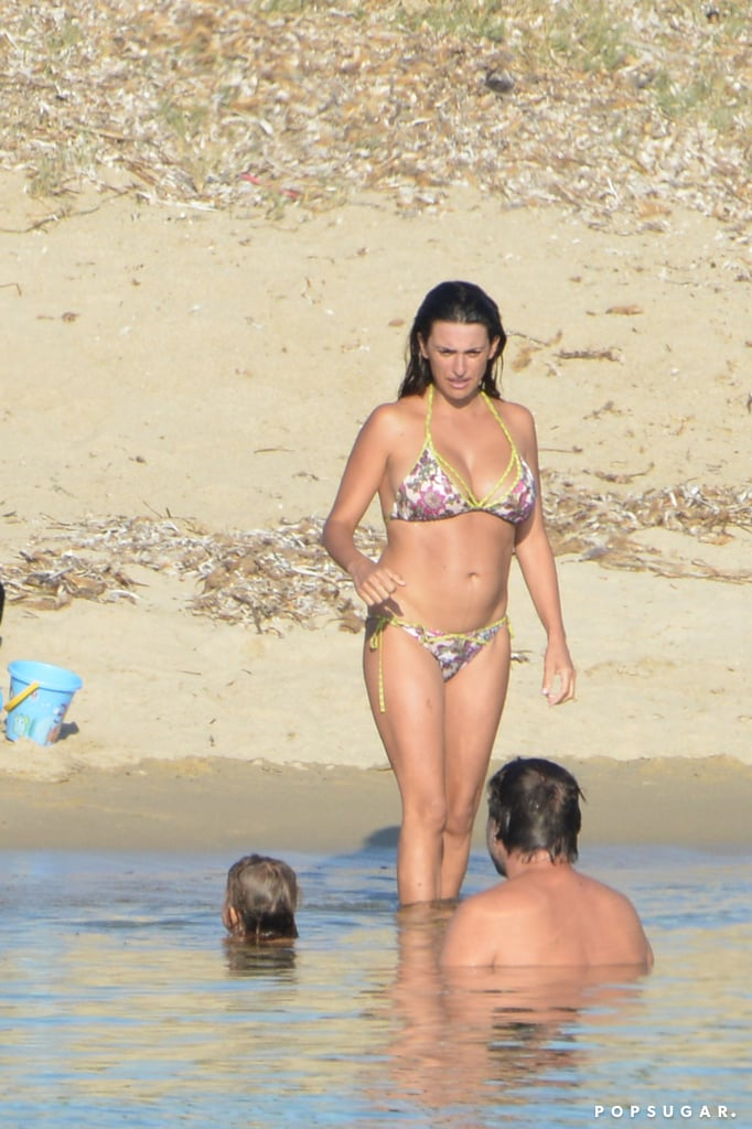 Penélope Cruz hit the water with Javier Bardem and Leo.