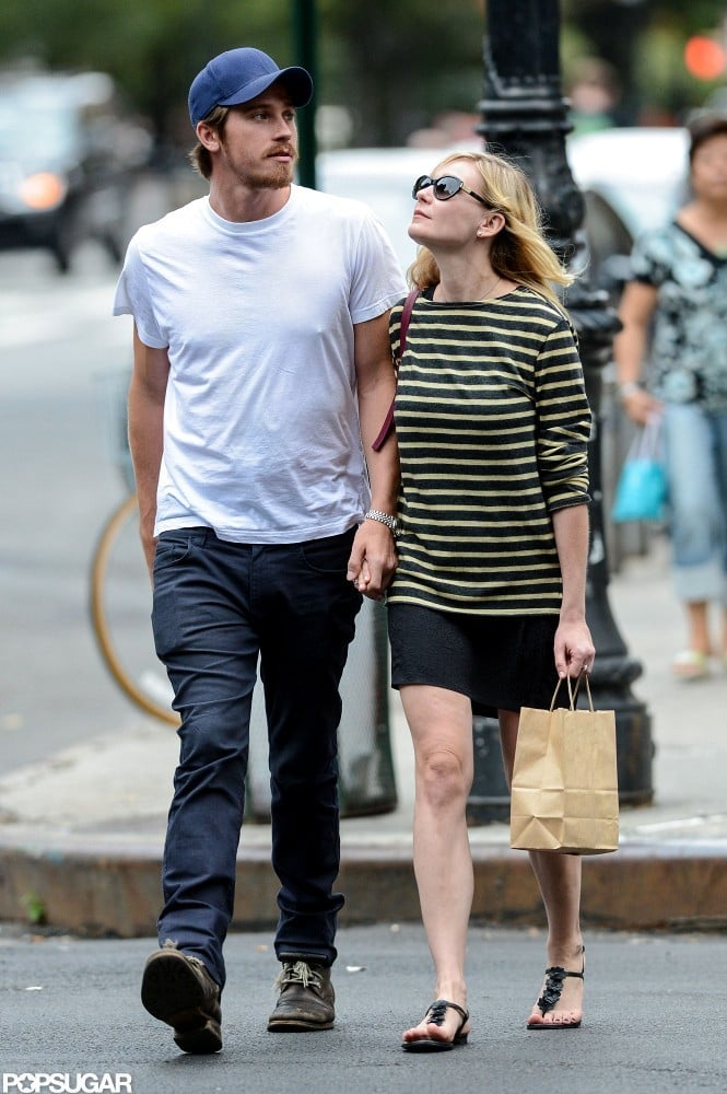 Kirsten Dunst and Garrett Hedlund walked to the grocery store holding hands.