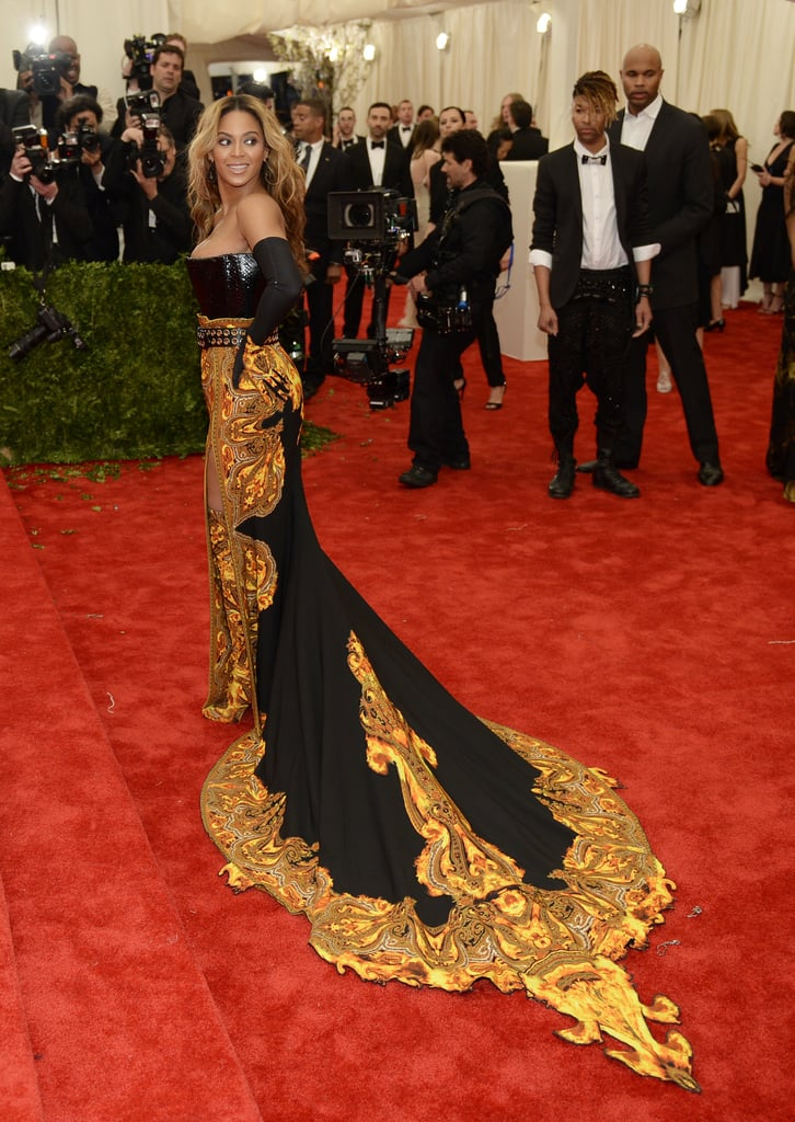 Beyoncé had the crowd transfixed with her arrival in her Givenchy Haute Couture by Riccardo Tisci custom made outfit.