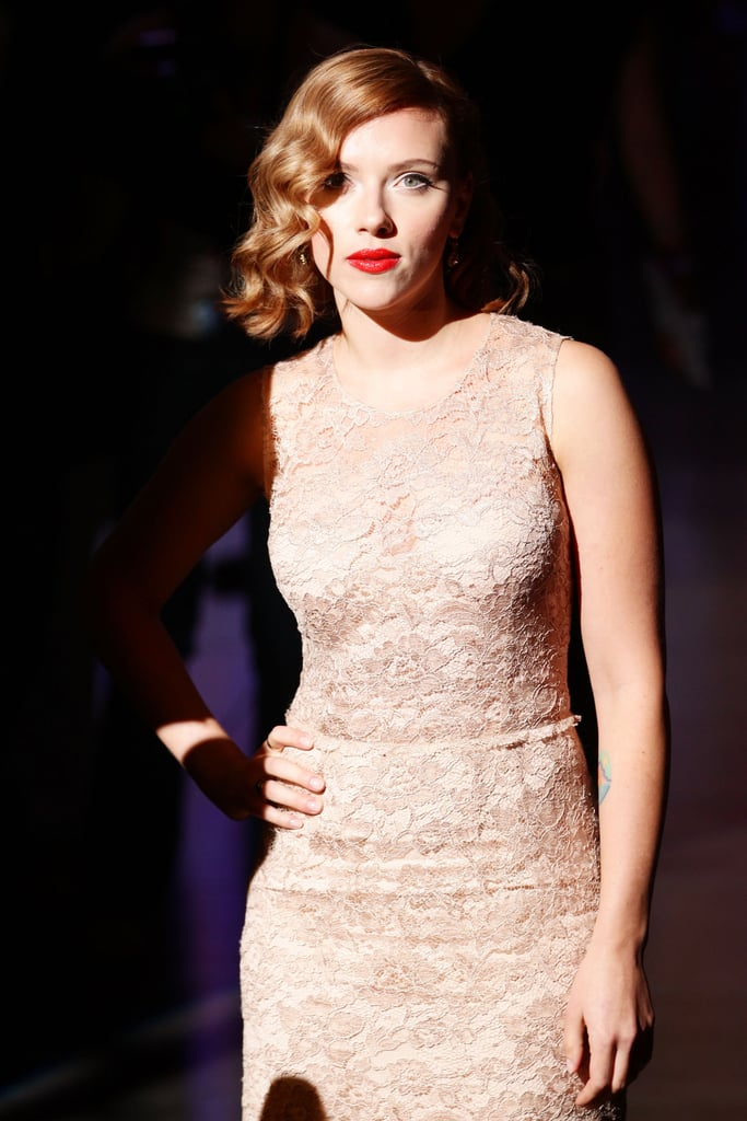 Scarlett Johansson wore glamorous retro waves in her hair.
