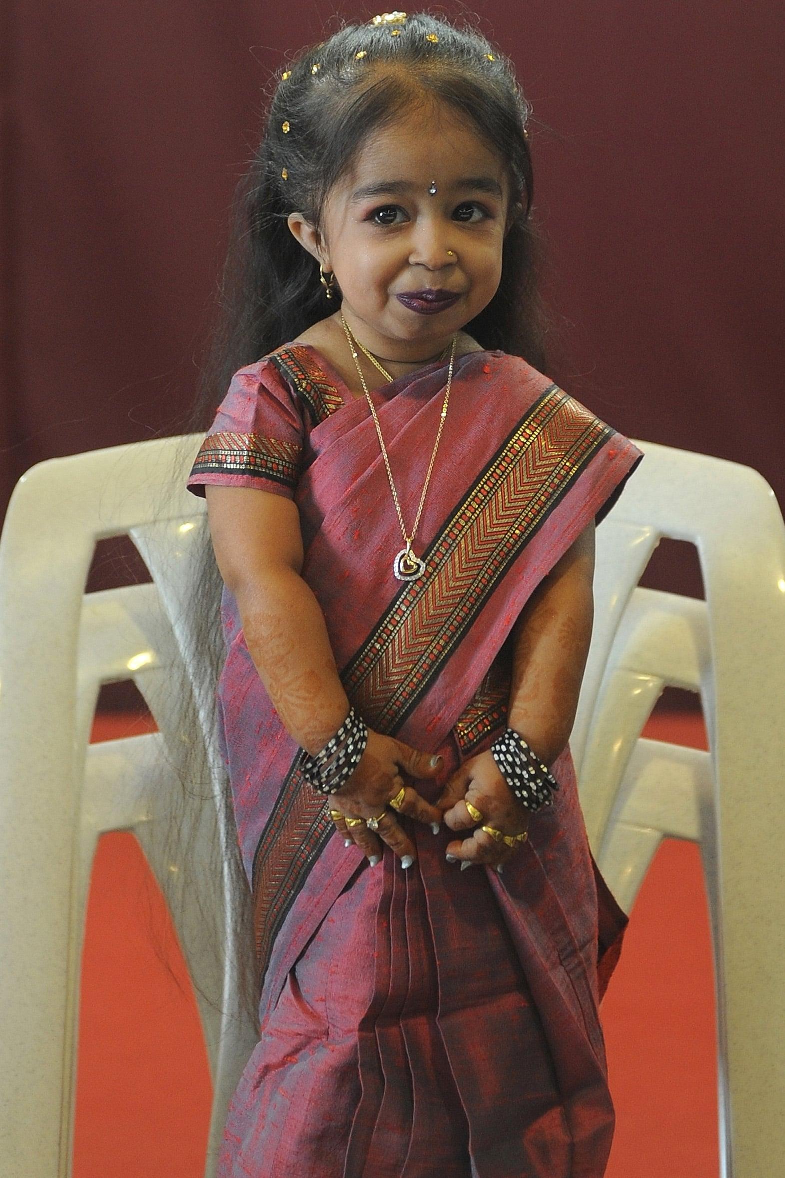 Jyoti Amge Nude Photos 10