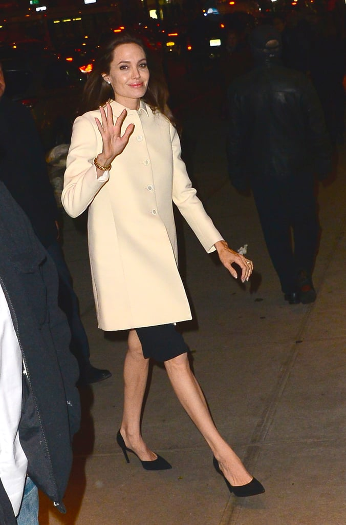 News Pics and More... - Page 4 Wear-First-Pants-Skirt-ll-Look-Different-Each-Time