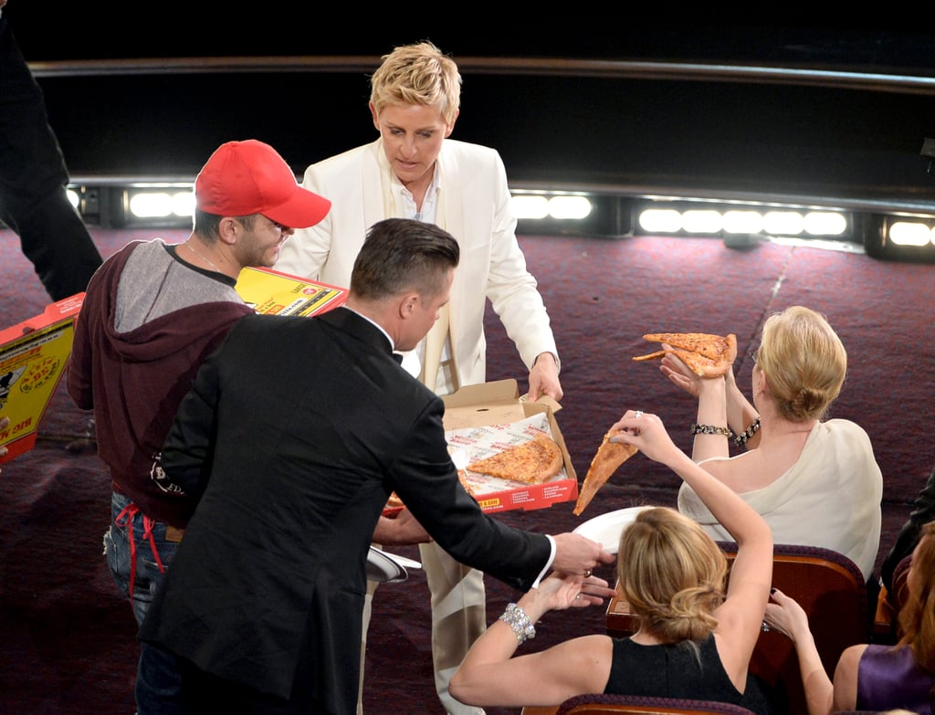 Brad Pitt handed a plate to Julia Roberts.