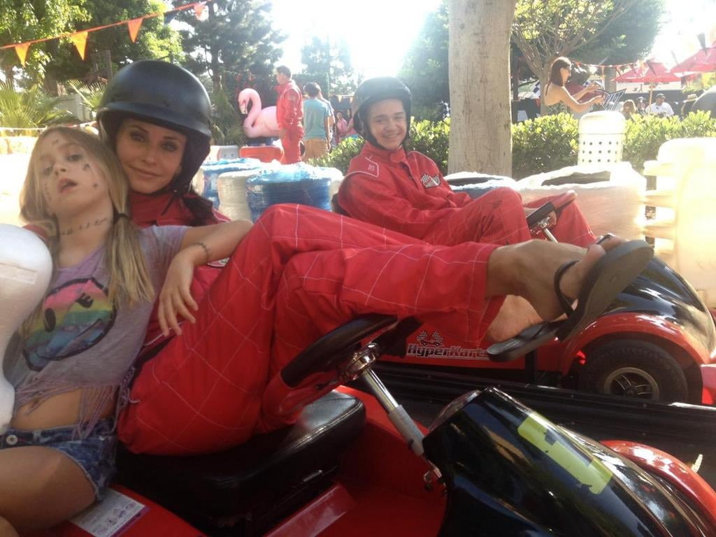 Coco Arquette visited Courteney Cox on the set of Cougar Town. Source: Twitter user CourteneyCox