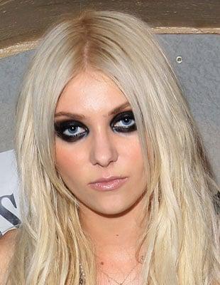 Picture of Taylor Momsen Wearing Lots of Black Eyeliner 2010-08-21 04:00:00