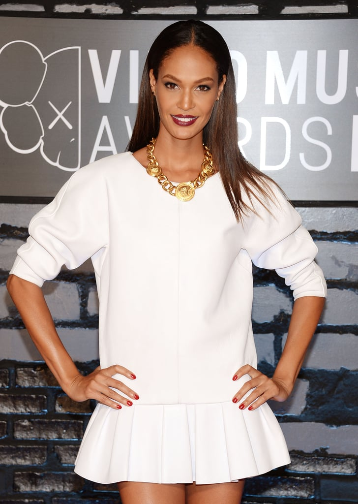 Model Joan Smalls brought the biggest Fall makeup trend to the VMAs red carpet: vampy lips. She complemented the look with straight strands and red nail lacquer.