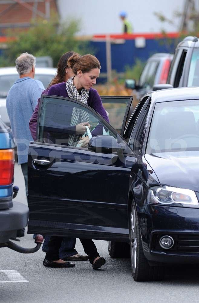 Kate Middleton carried bags to the car.