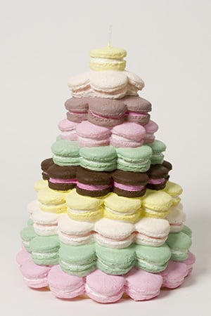 Nice and New: Point à la Ligne Macaroon Pyramid Candle
