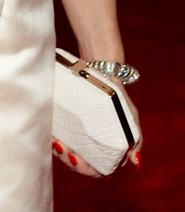 Gwen Stefani finished her look with a white Ferragamo clutch.