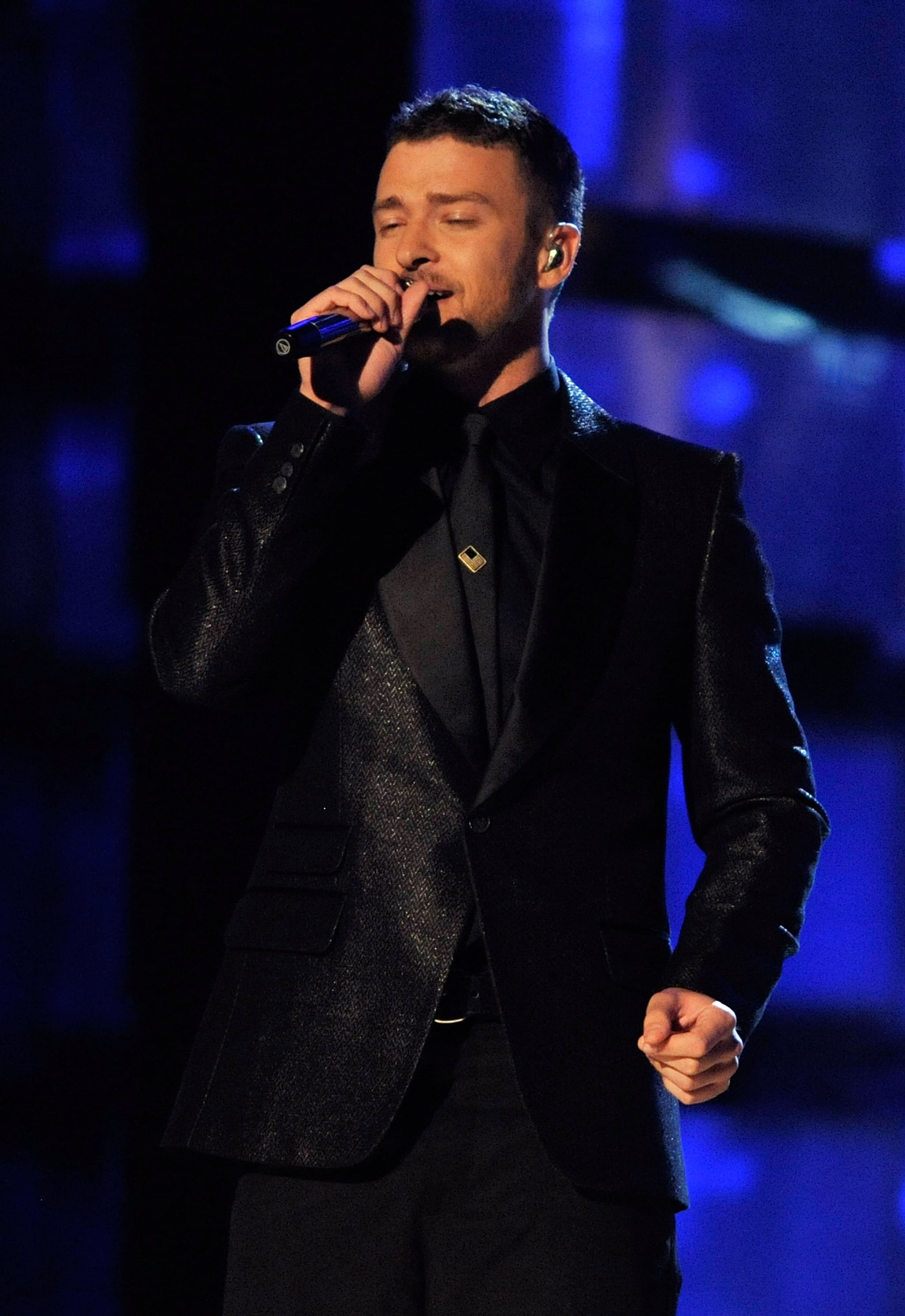 Justin looked soulful (and sexy) in an all-black suited look at the Grammys in 2009.