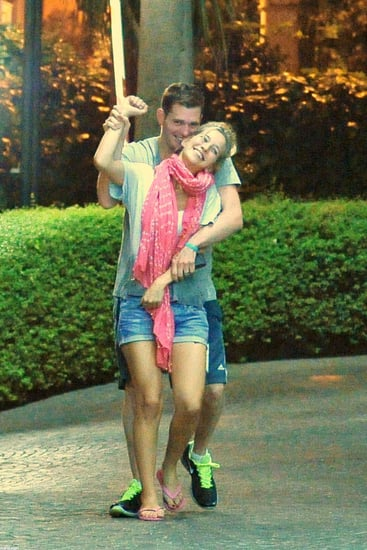 Michael-Bublé-his-wife-Luisana-Lopilato-hugged-laughed