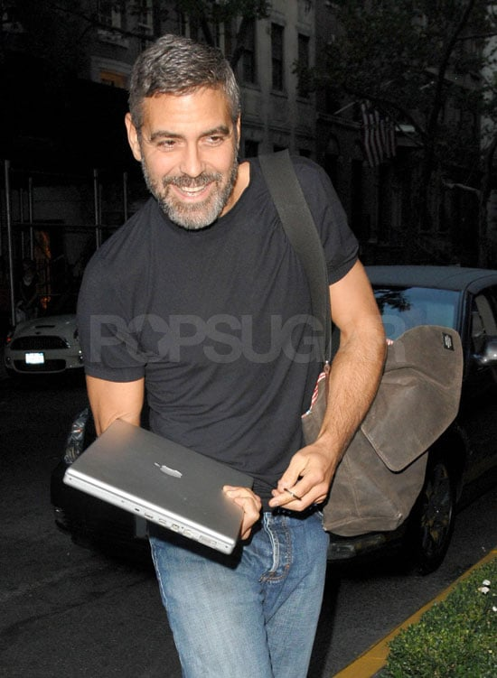 Clooney Is A BlackBerry and a Mac Guy