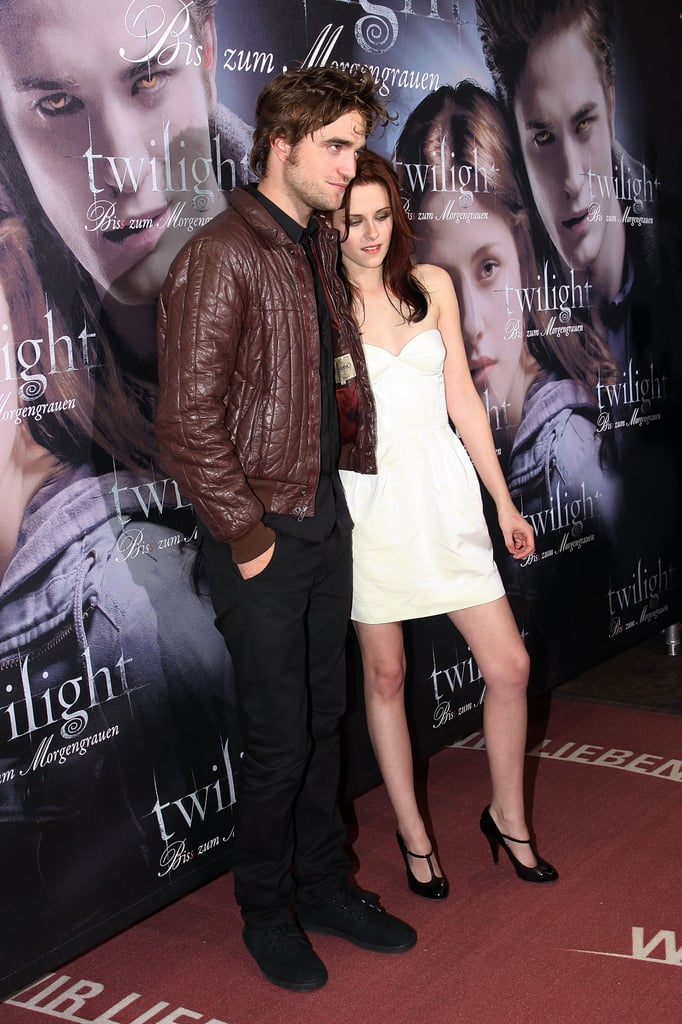 Robert Pattinson and Kristen Stewart hung out on the red carpet at the German Twilight premiere in 2008.