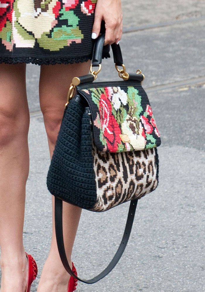 This styler matched her ensemble to her handbag for maximum coordination. Source: IMAXtree