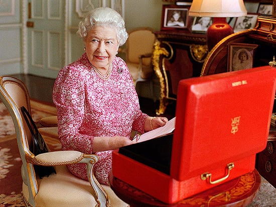 Queen Elizabeth's Brand-New Portrait: See It Here!