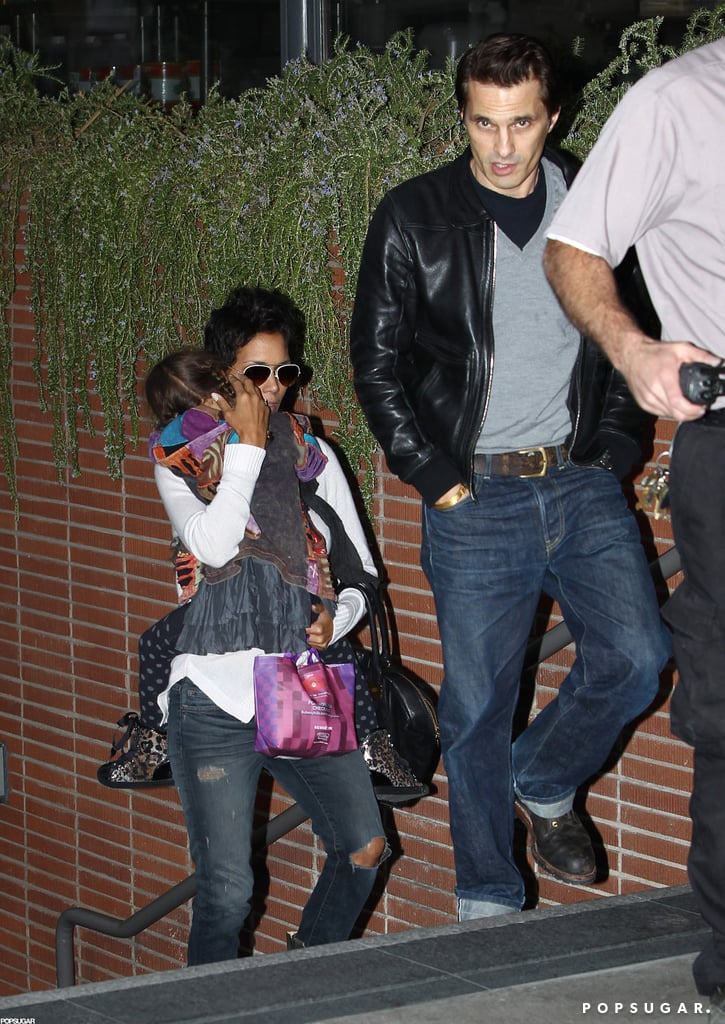 Halle Berry carried Nahla Aubry into a movie behind Olivier Martinez.