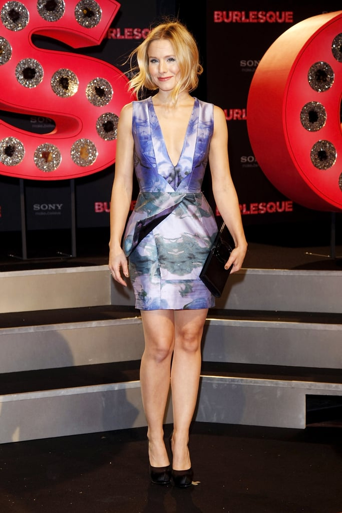 For the Burlesque Germany premiere, Kristen chose a pretty purple dress with a gorgeous watercolor effect.
