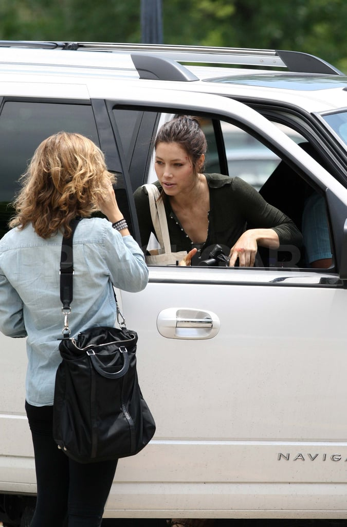 A dark-haired Jessica Biel showed up in Toronto to film Total Recall.