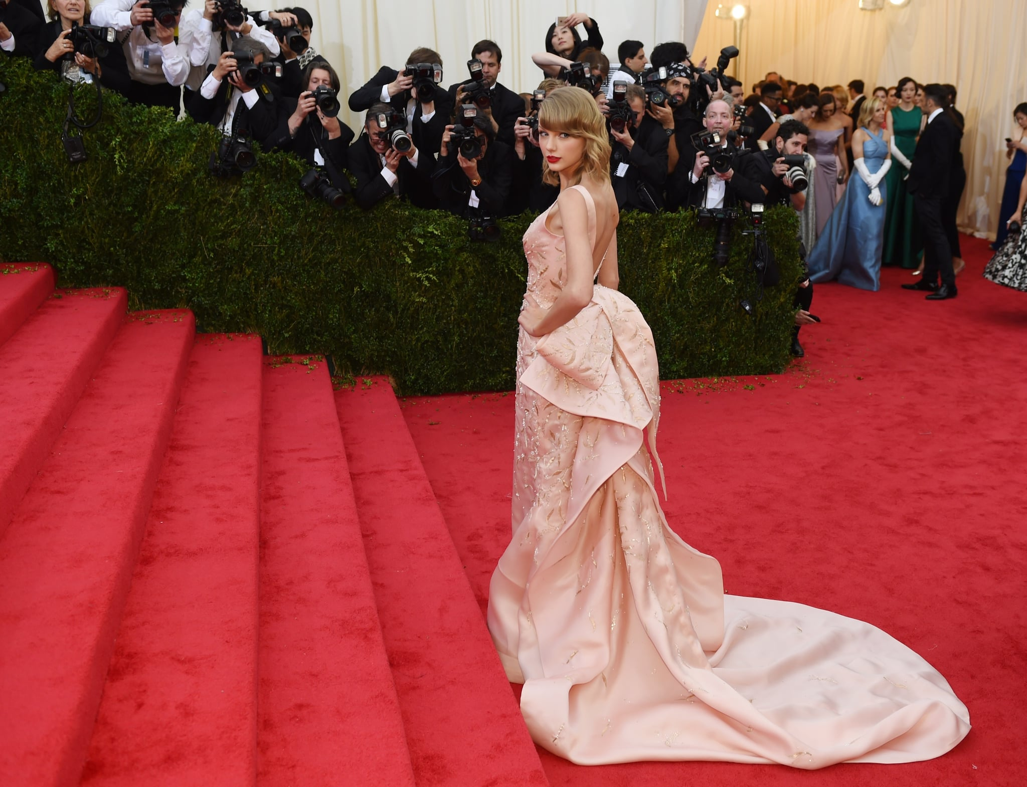 Taylor Swift got ready to make her ascent.
