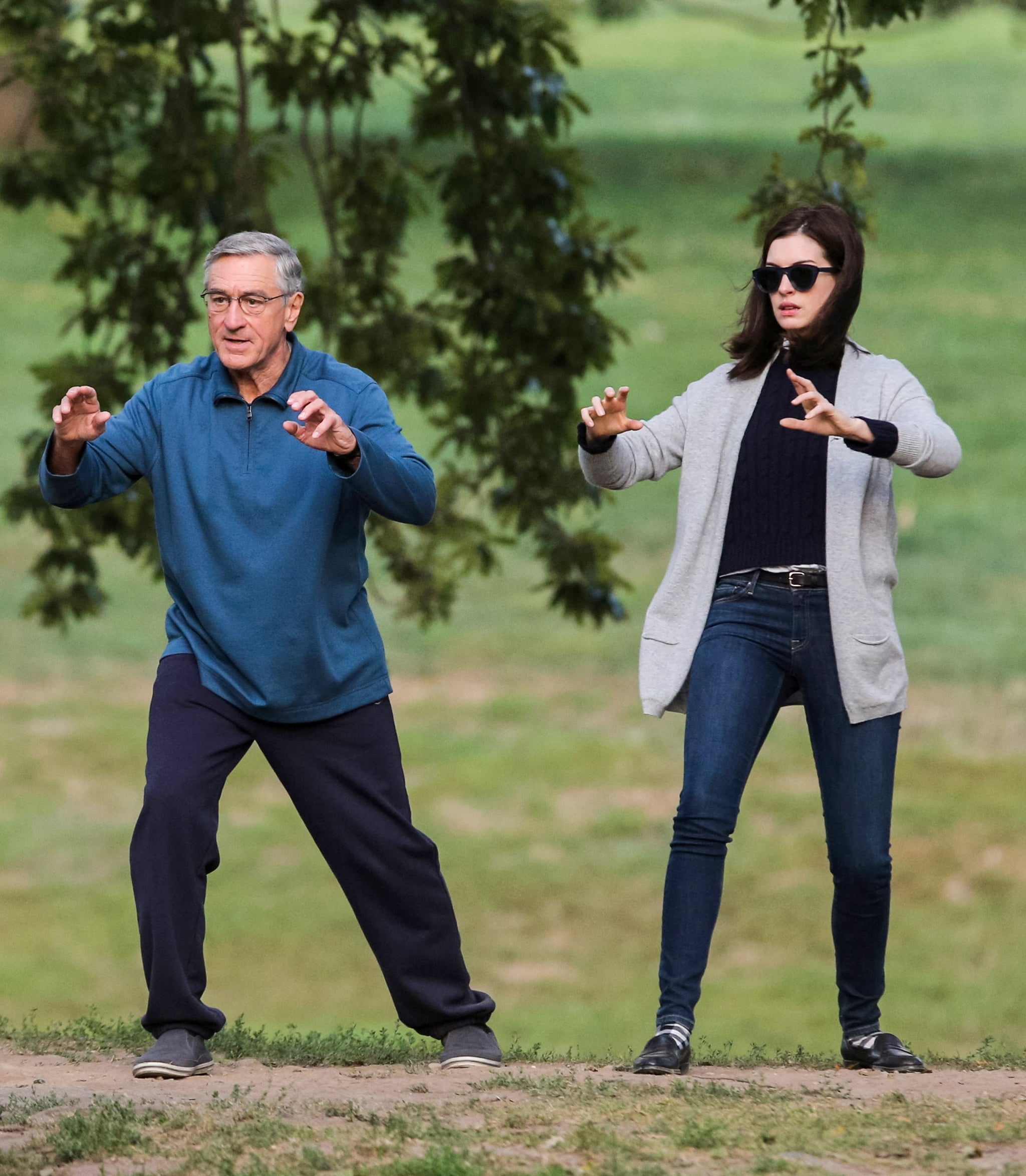 Anne Hathaway And Robert De Niro: Robert De Niro And Anne Hathaway Had Fun With Tai Chi
