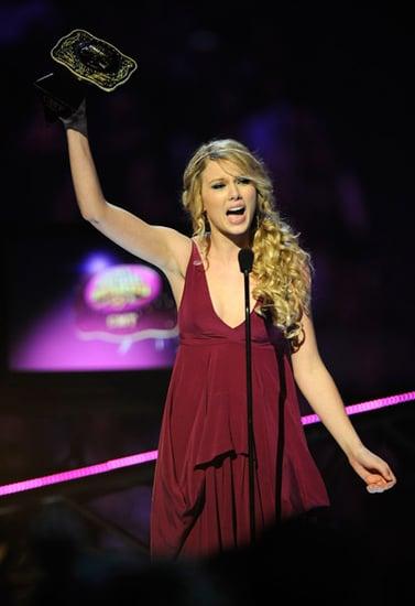 Taylor Swift, Kellie Pickler Top CMT Awards