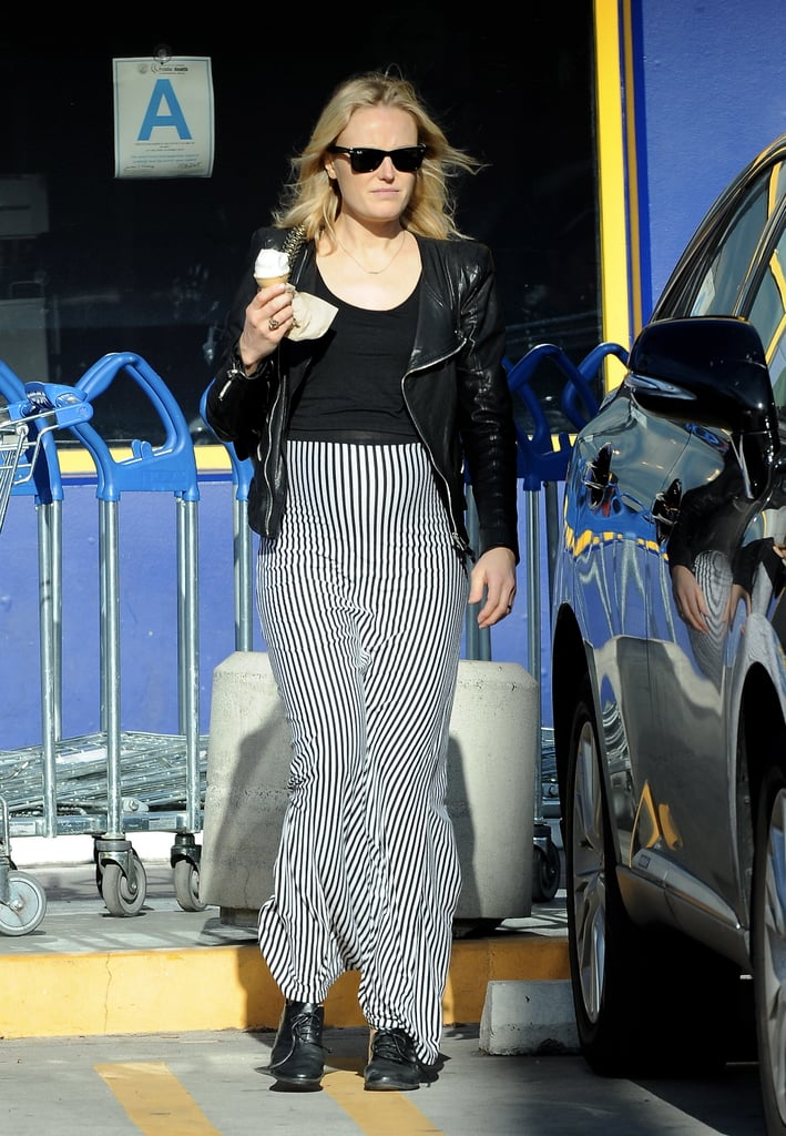 Pregnant Malin Akerman stopped by an ice cream store.
