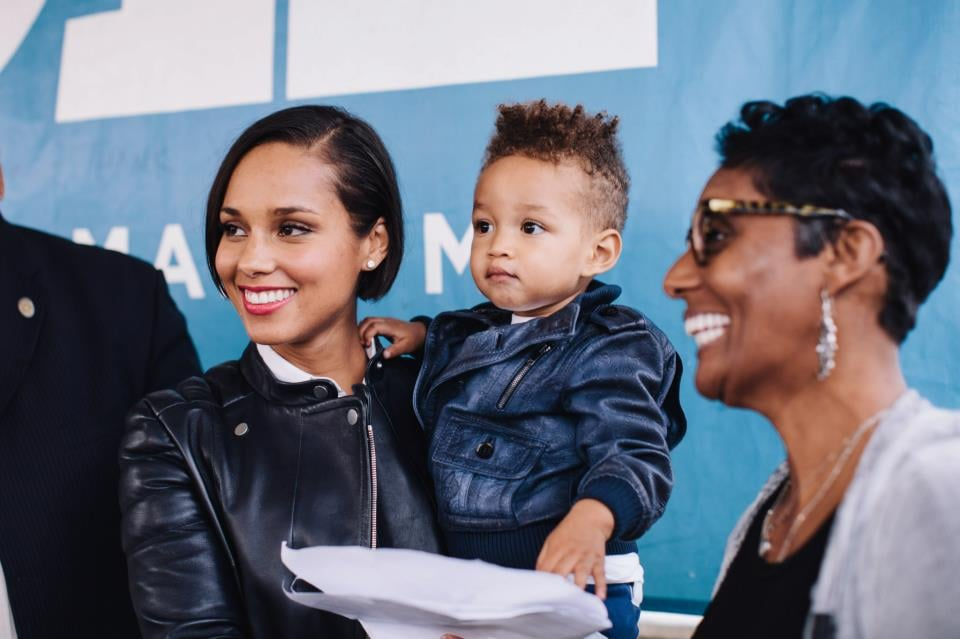 Alicia Keys showed her young son, Egypt, the importance of being engaged at an event to re-elect President Obama in North Carolina.  Source: Facebook user Obama For America