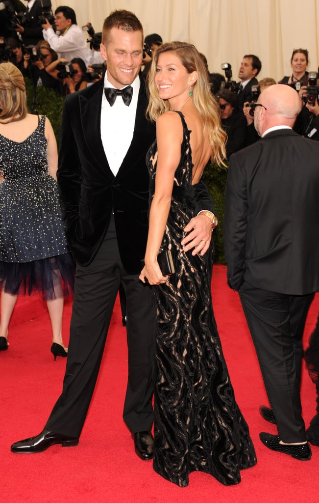 Tom Brady wrapped his hand around Gisele Bündchen's assets.