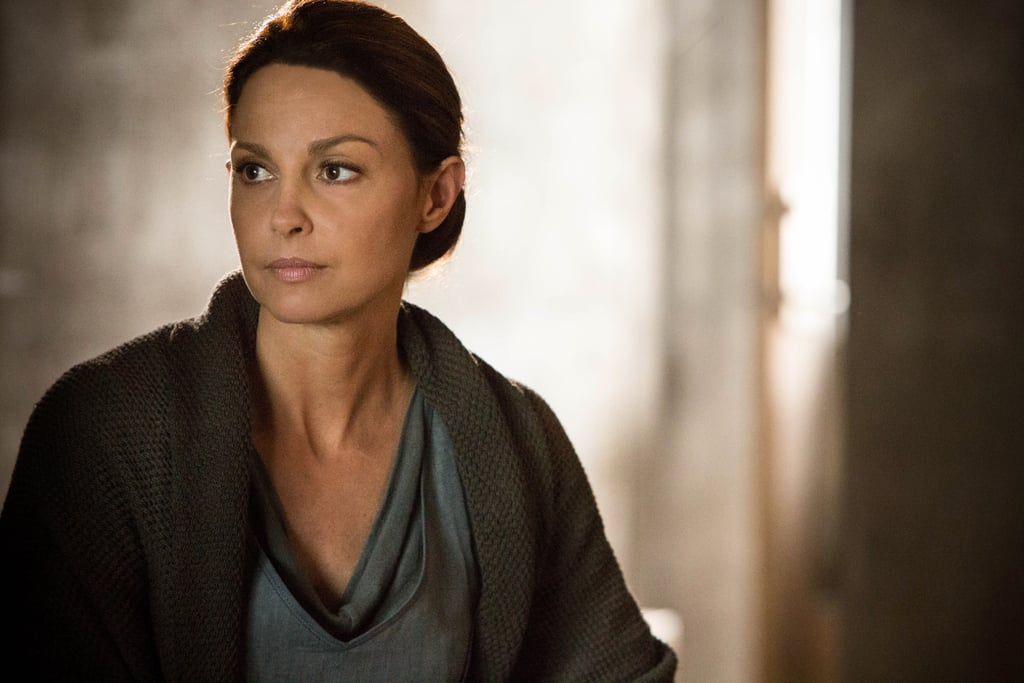 Ashley Judd plays Tris's mother.