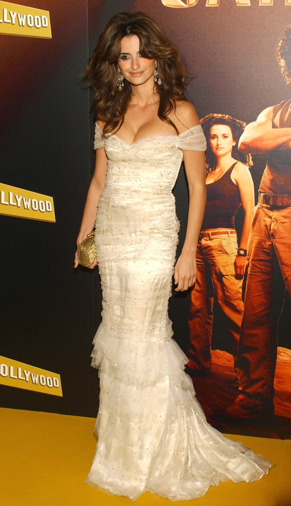 Penélope wore a low-cut lace dress and big, sexy hair for the Madrid premiere of Sahara in April 2005.