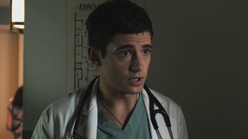 Dr. Wren Kingston (Julian Morris)