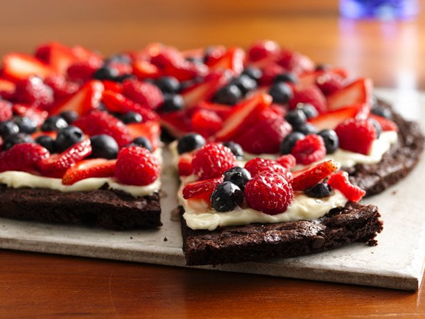Brownie and Berries Pizza